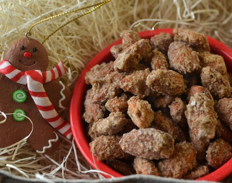 Cinnamon Almonds. Here's a great alternative to traditional candied nuts!