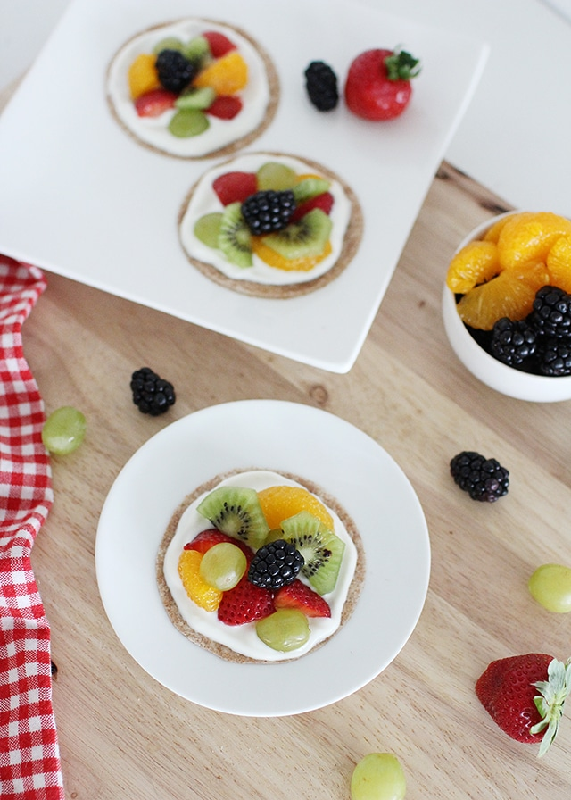 healthy fruit pizzas with fresh fruit