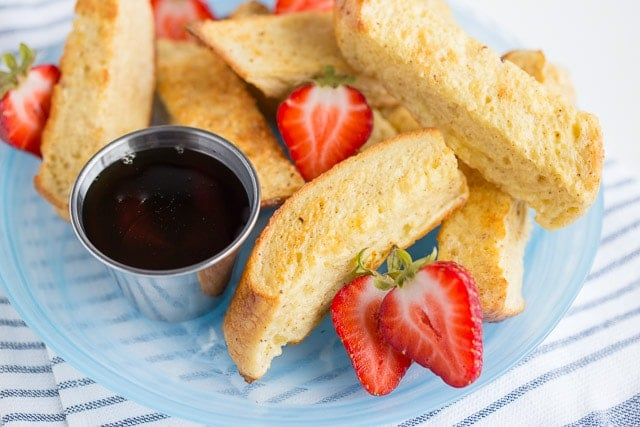 french toast sticks with fresh berries and syrup for dipping