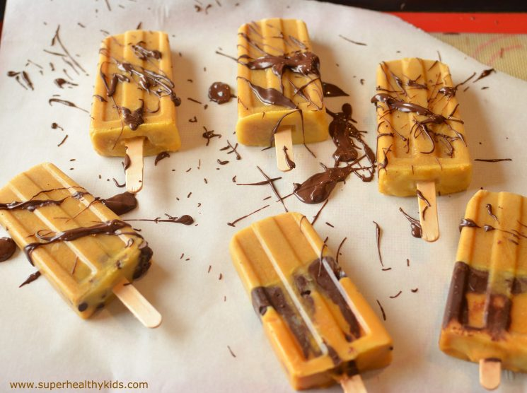 Pumpkin Chocolate Popsicles. Don't let fall go by without trying the best pumpkin flavored snack!