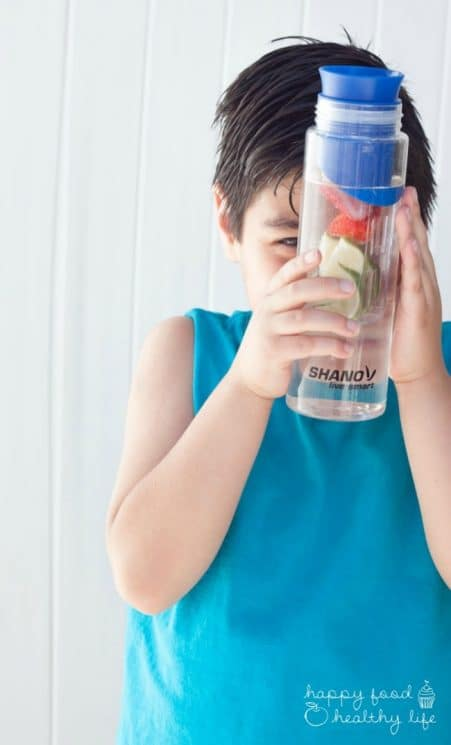 How To Make Sure Your Kids Are Drinking Enough Water. With these easy tips, you'll be sure to keep your kids hydrated all summer long. www.superhealthykids.com