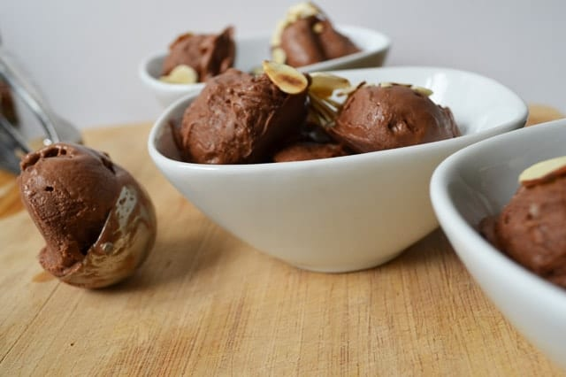 Instant Chocolate Almond Ice Cream - Dairy Free & No Refined Sugar! www.superhealthykids.com