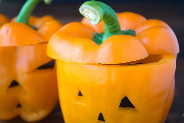 Spooky Bell Pepper Jack-o-Lanterns for healthy Halloween veggies and dip! Use our special method to serve the veggies that make kids WANT to eat these! www.superhealthykids.com