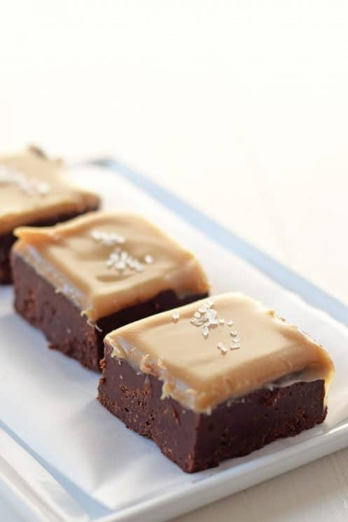 Salted Caramel Fudge Recipe. Gooey, amazing fudge that is made with whole food ingredients. This is definitely a recipe to put in your pocket.......or your favorite Pinterest board! www.superhealthykids.com