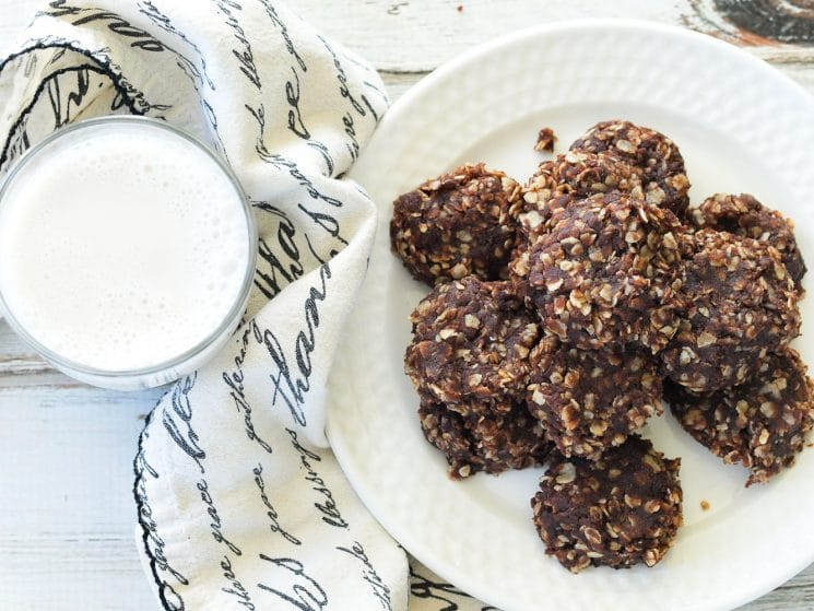 Healthy No-Bake Chocolate Cookies. Twist on a classic chocolate no-bake cookie with 1/4 of the sugar! www.superhealthykids.com