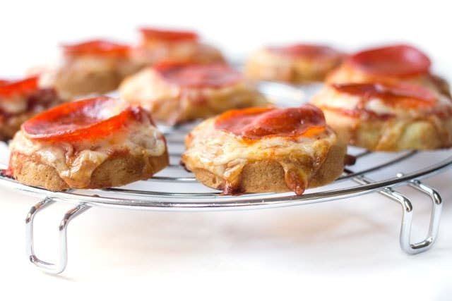 Mini Quinoa Pizza Bites with pepperoni and cheese -- a simple (and healthy) snack/meal for your kiddos!