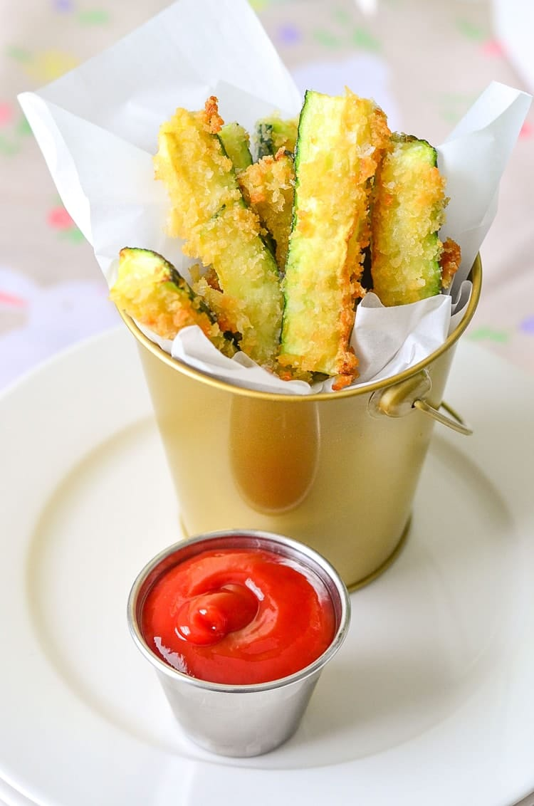Crispy and Delicious - Quick and Easy Zucchini Fries! www.superhealthykids.com