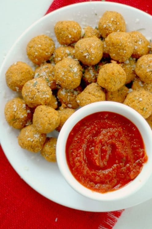 Quinoa Pizza Bites :: These power packed little pizza bites are loaded with balanced protein, antioxidant rich veggies, and with a big pizza flavor, the kids will never know! www.superhealthykids.com