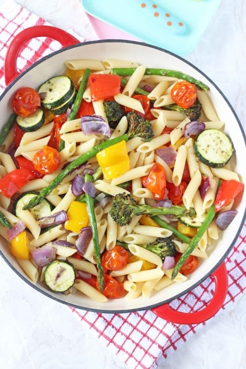 An easy and healthy pasta salad recipe packed full of delicious summer vegetables. www.superhealthykids.com