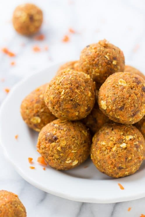 No-Bake Carrot Cake Bites -- a healthy, kid-friendly snack that is secretly packed with veggies and still tastes like dessert! www.superhealthykids.com