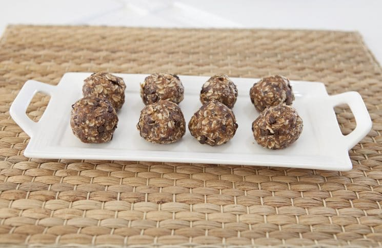 Hello Chocolate & Date Snack Bites! A snack that passes as healthy but tastes good enough that it could replace your dessert. They are great when you're on the road or before your children head out to the field for a soccer game, dancy lesson, or just running errands! www.superhealthykids.com