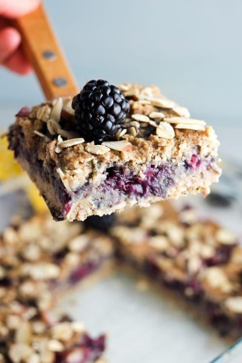 Healthy breakfast bars that taste like dessert!