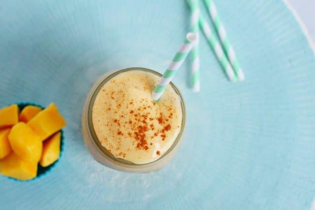 cinnamon and frozen mango smoothie