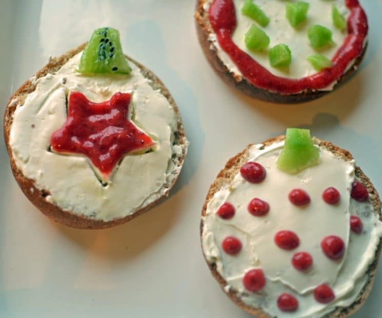 Christmas Breakfast Bagels. Here's a holiday breakfast AND activity all in one!