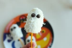 Banana Ghost Pops Recipe. I've been waiting desperately to post these.. The kids love making them, and I accidentally eat them all.